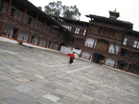 Monk_in_wangdue_fortress