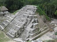 Yaxha_temple2